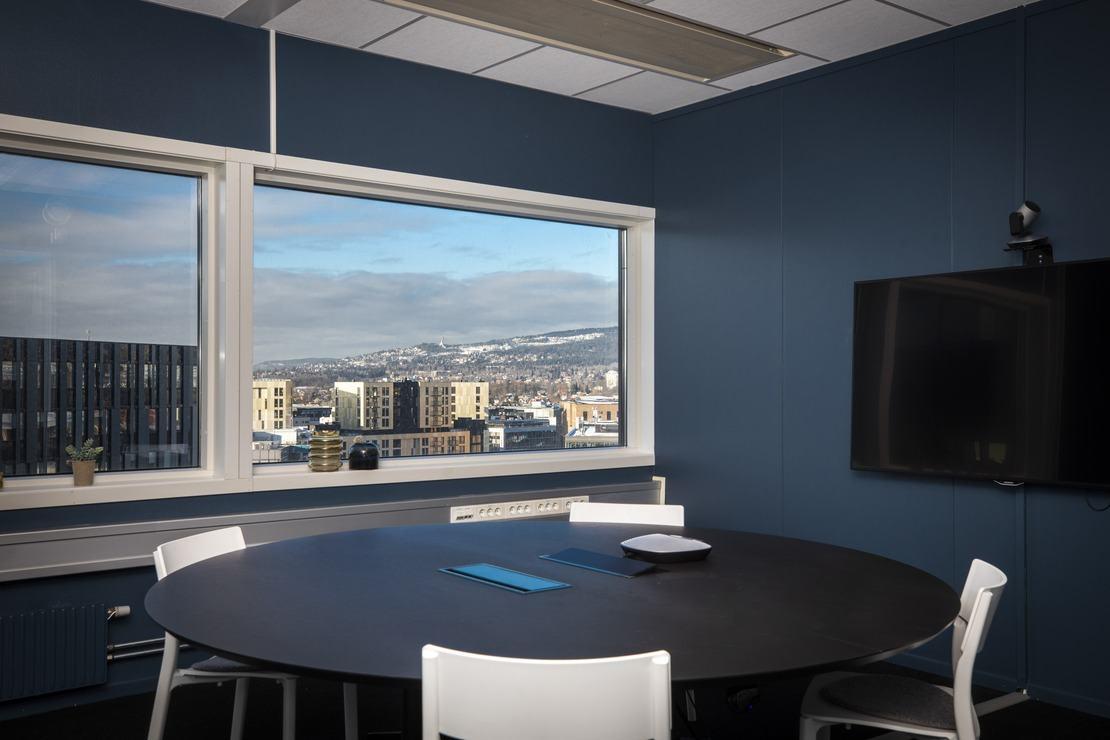 3D-illustrasjon av sosialt område i lokalet. Bilde av ansatte som har en samtale.